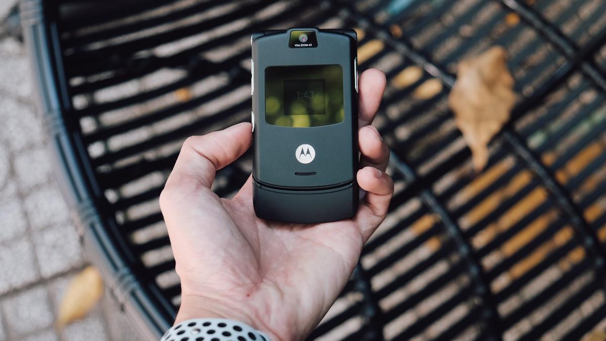 Předchůdce mobilního telefonu Motorola Razr 5G.