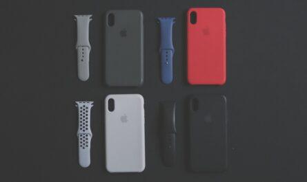 Pouzdro na mobil v několika barevných variantách.